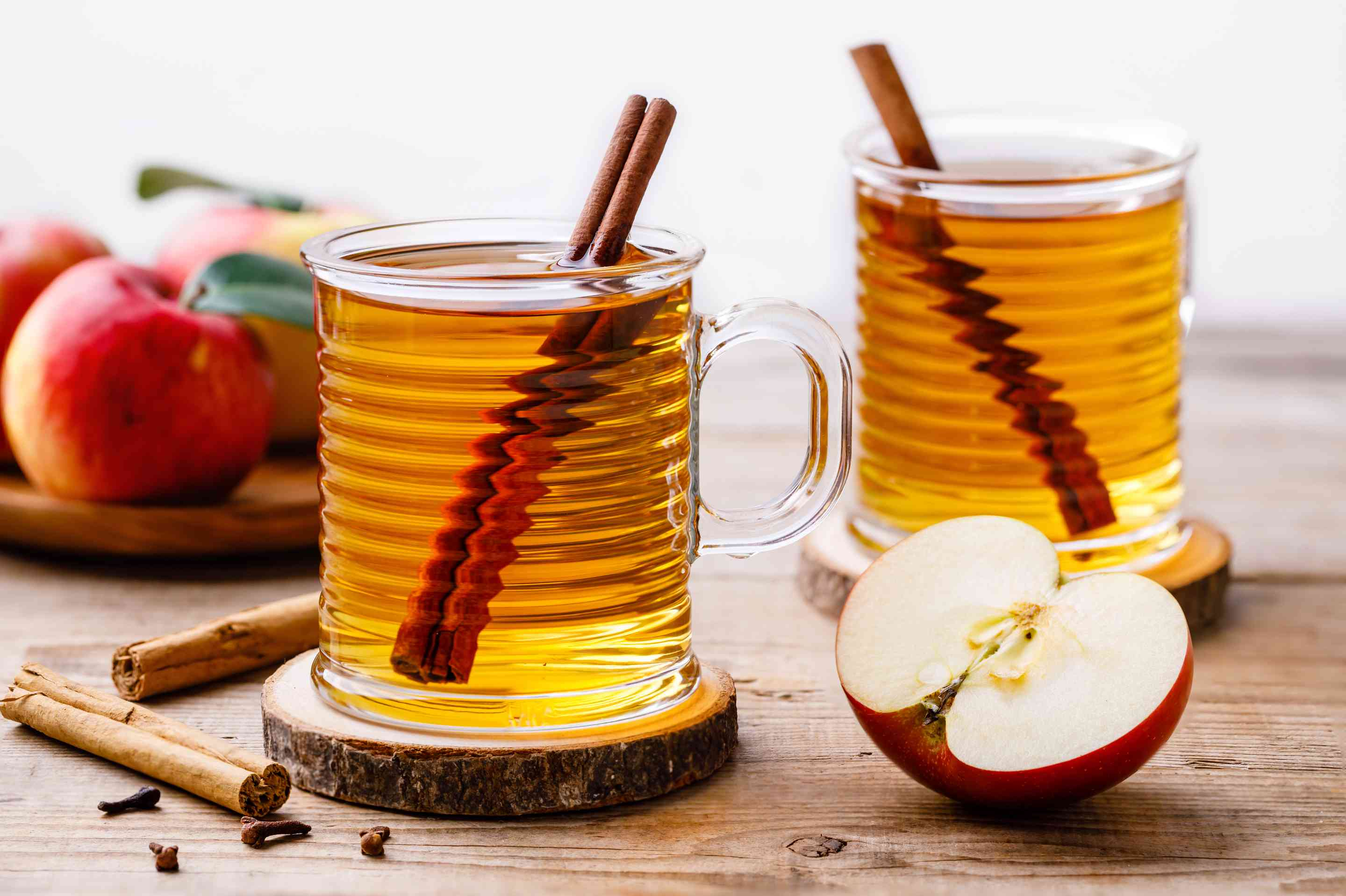 Simple hot spiced cider