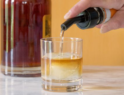 How to Use a Speed Pourer for Mixed Drinks and Cocktails
