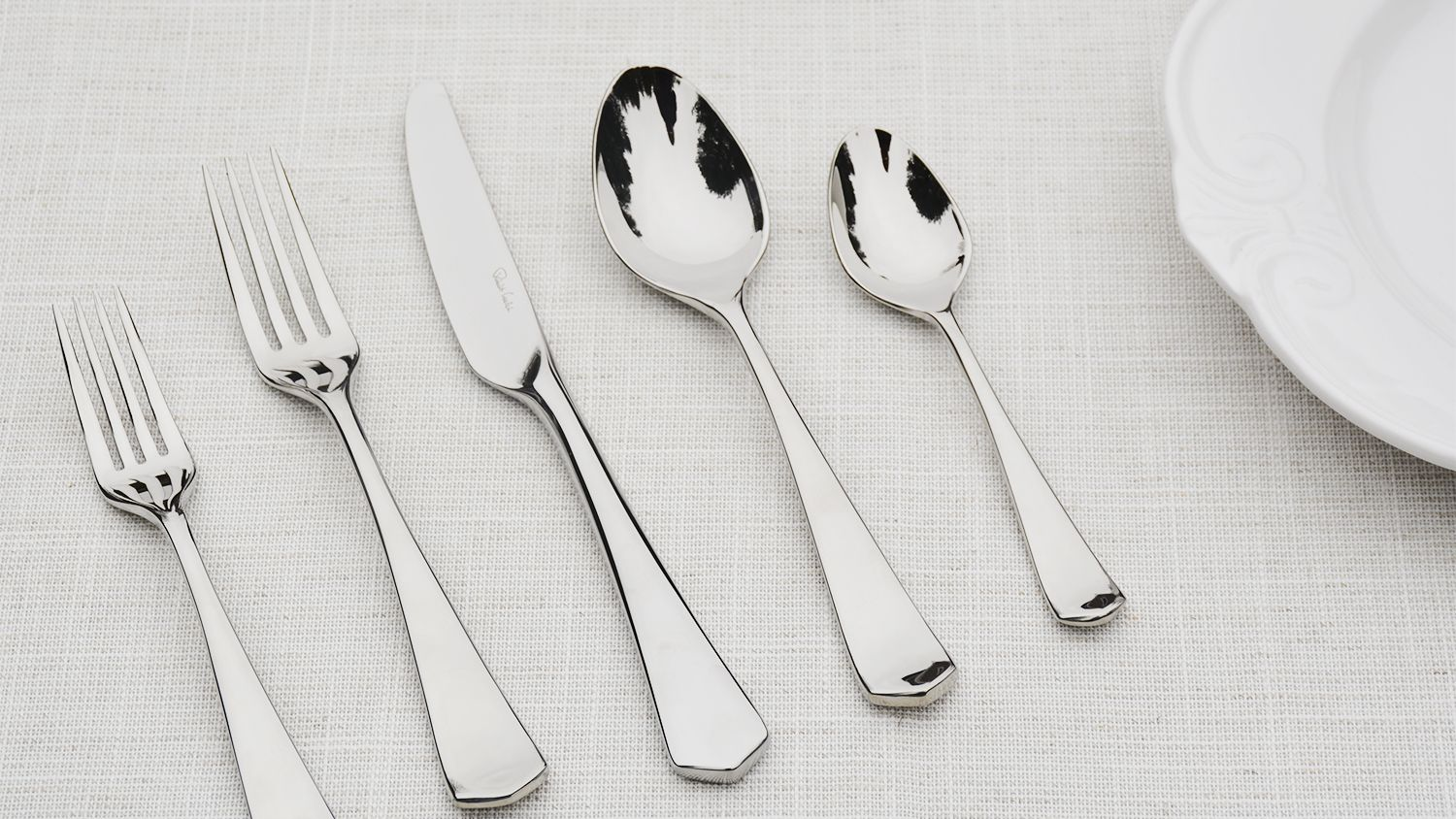 Easy to Carry This Portable Flatware Set with Case is Small in Size and Light in Weight Portable Cutlery