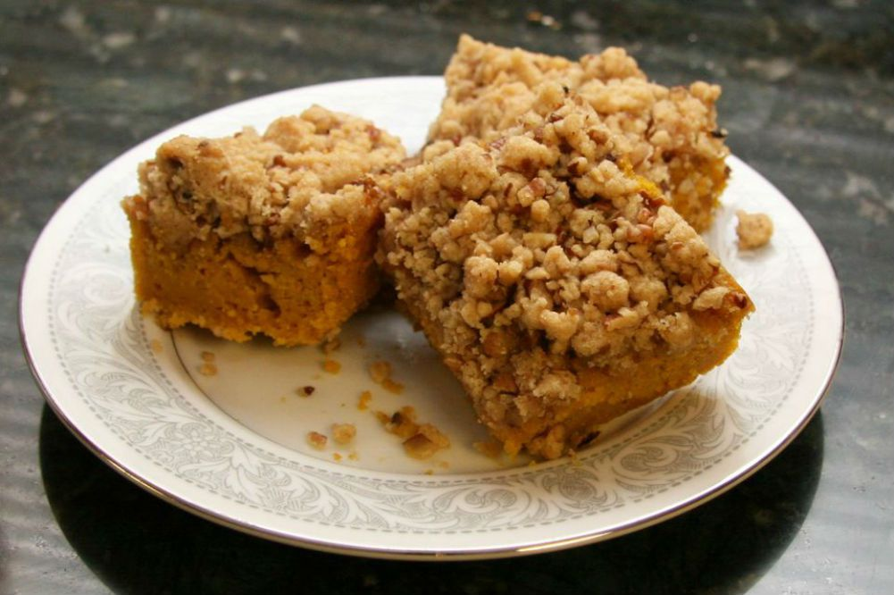 Pumpkin Bars With Streusel Topping