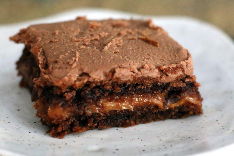 Easy Chocolate Turtle Cake