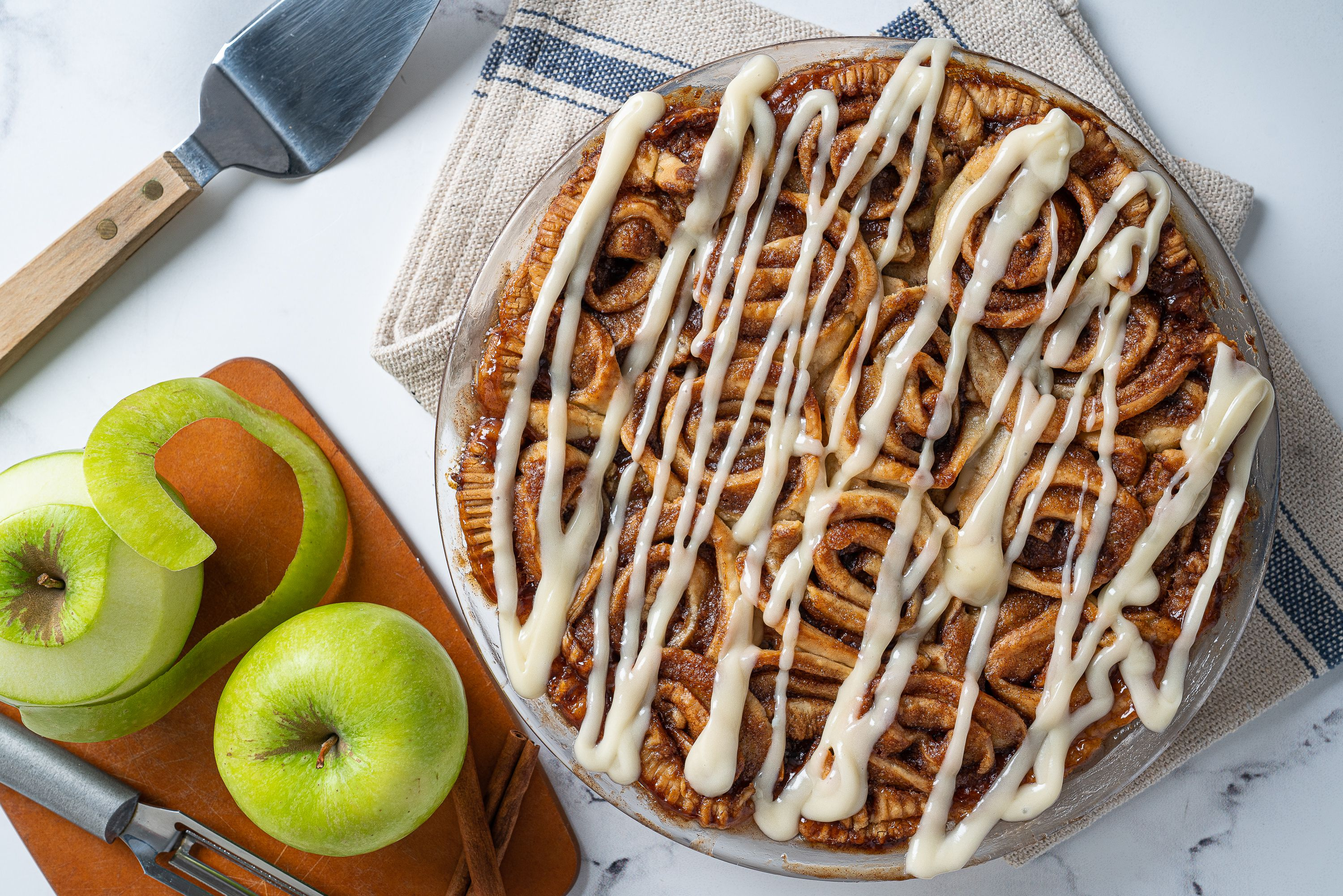 Combine Cinnamon Rolls and Apple Pie Into One Unbelievable Fall Dessert