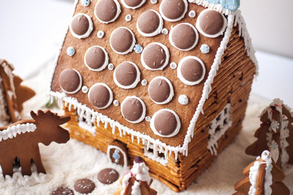 pretzel gingerbread cabin from vikalinka