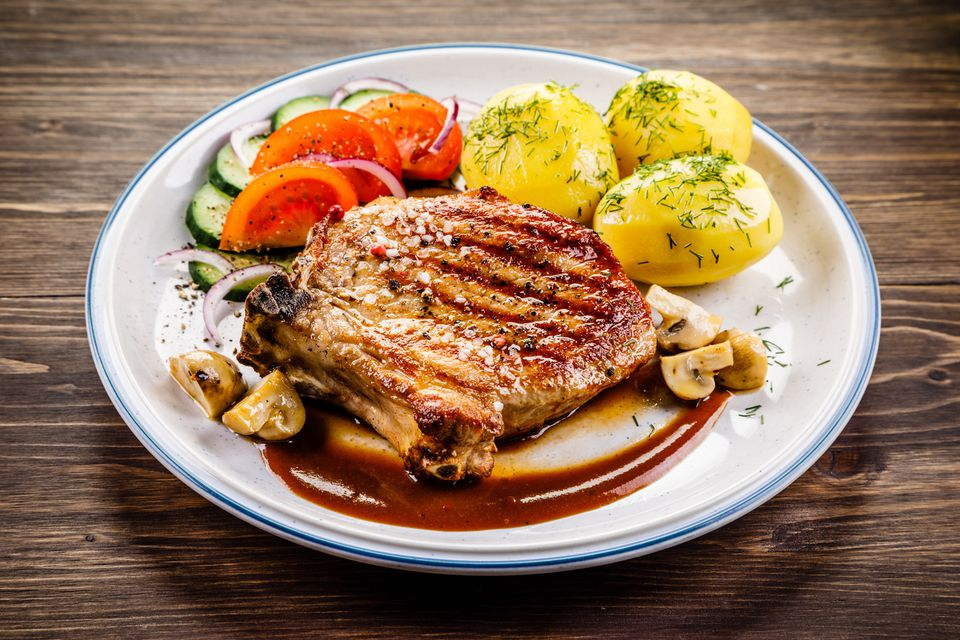 Grilled pork chop with vegetables