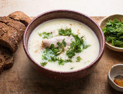 Greek egg-lemon soup (avgolemono soup)