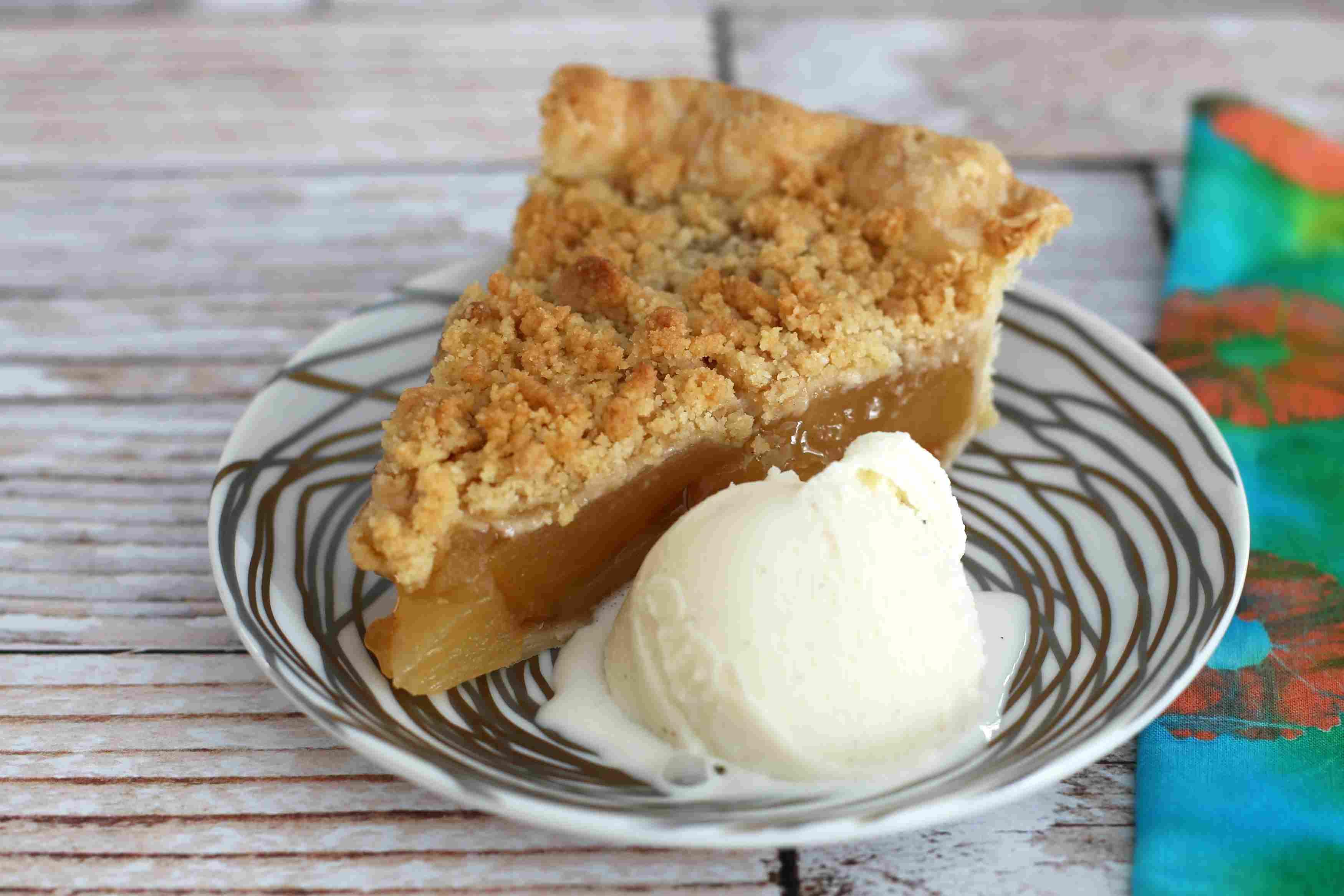 Apple Crumb Pie With Ice Cream