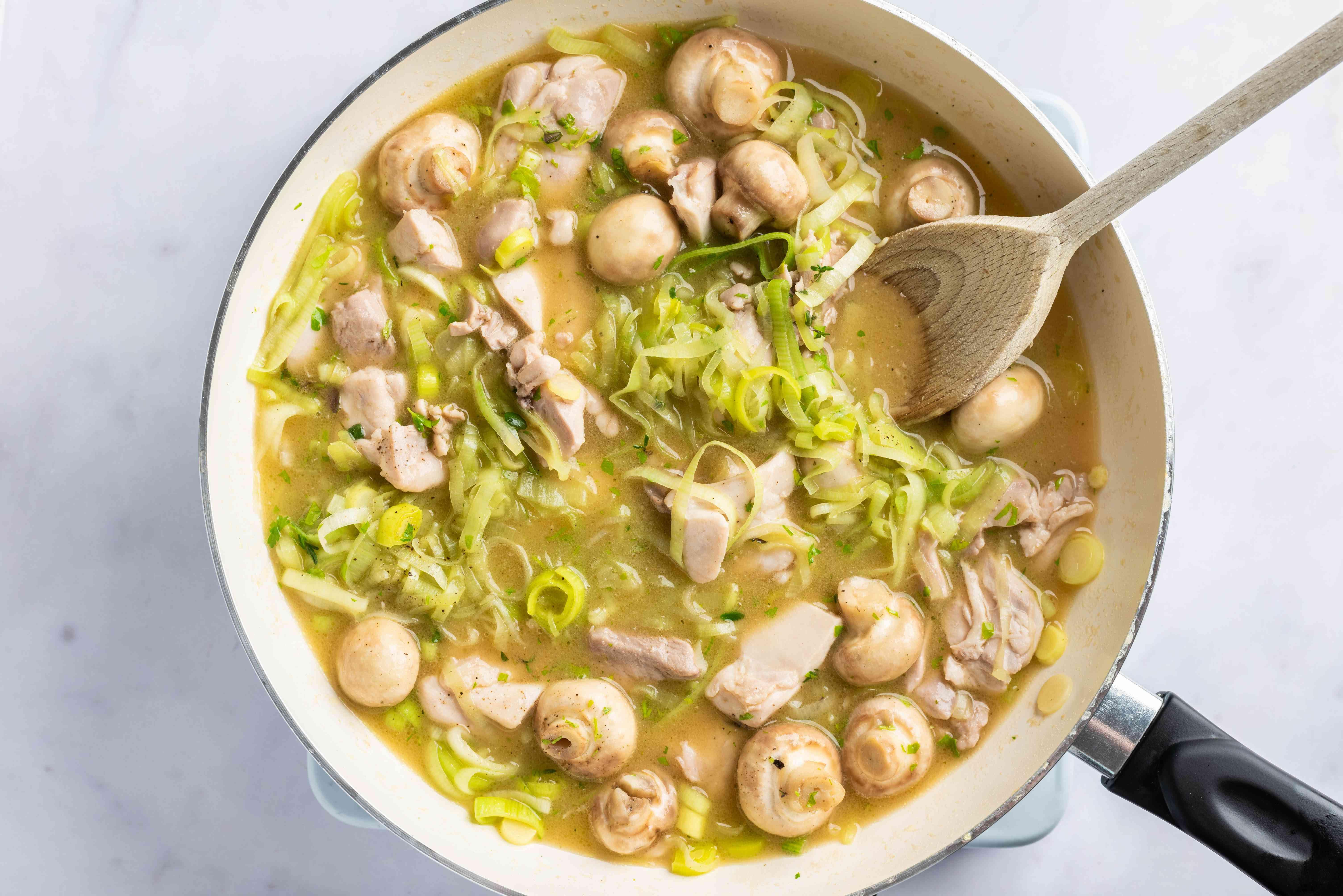 Add chicken, leeks, and mushrooms