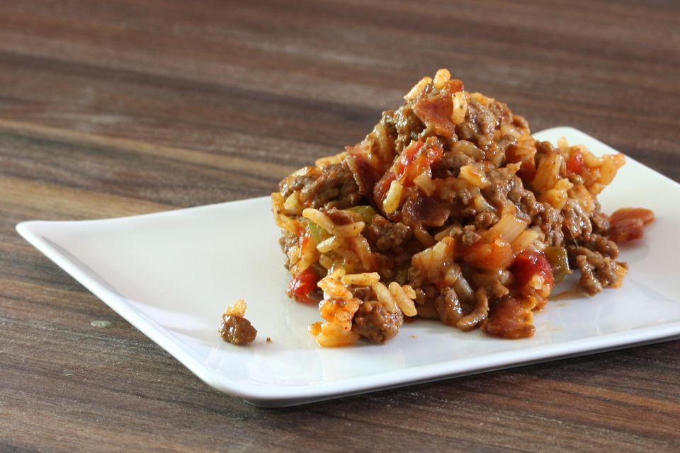Olla de barro arroz español con carne molida