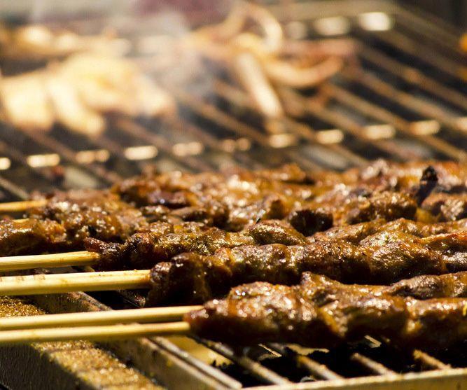 Kebabs tailandeses de Satay