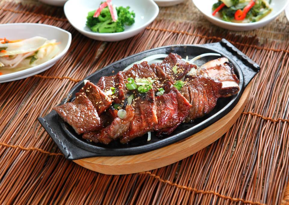 Una receta para costillas de cerdo coreanas dulces y picantes