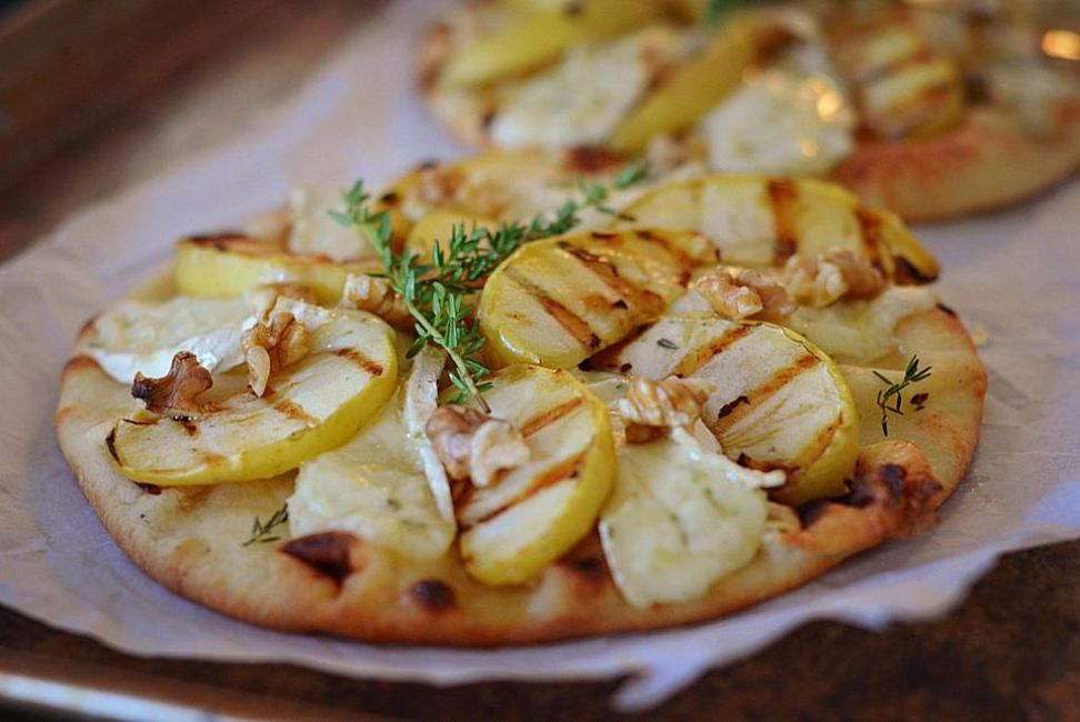Grilled Apple and Brie Flatbread