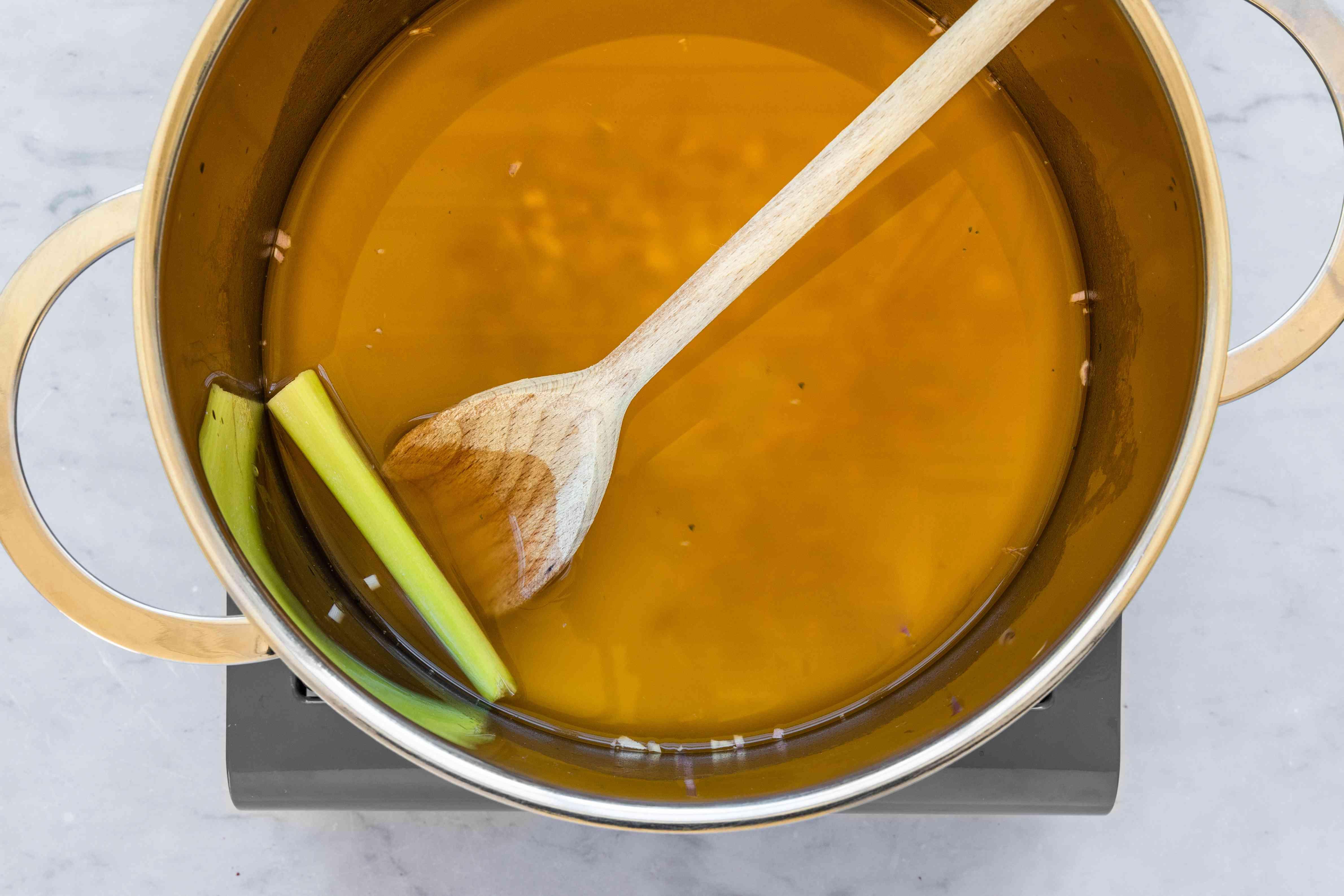 Lemongrass in pot