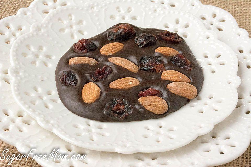 3 Ingredientes Corteza de almendras y chocolate con arándanos bajos en azúcar