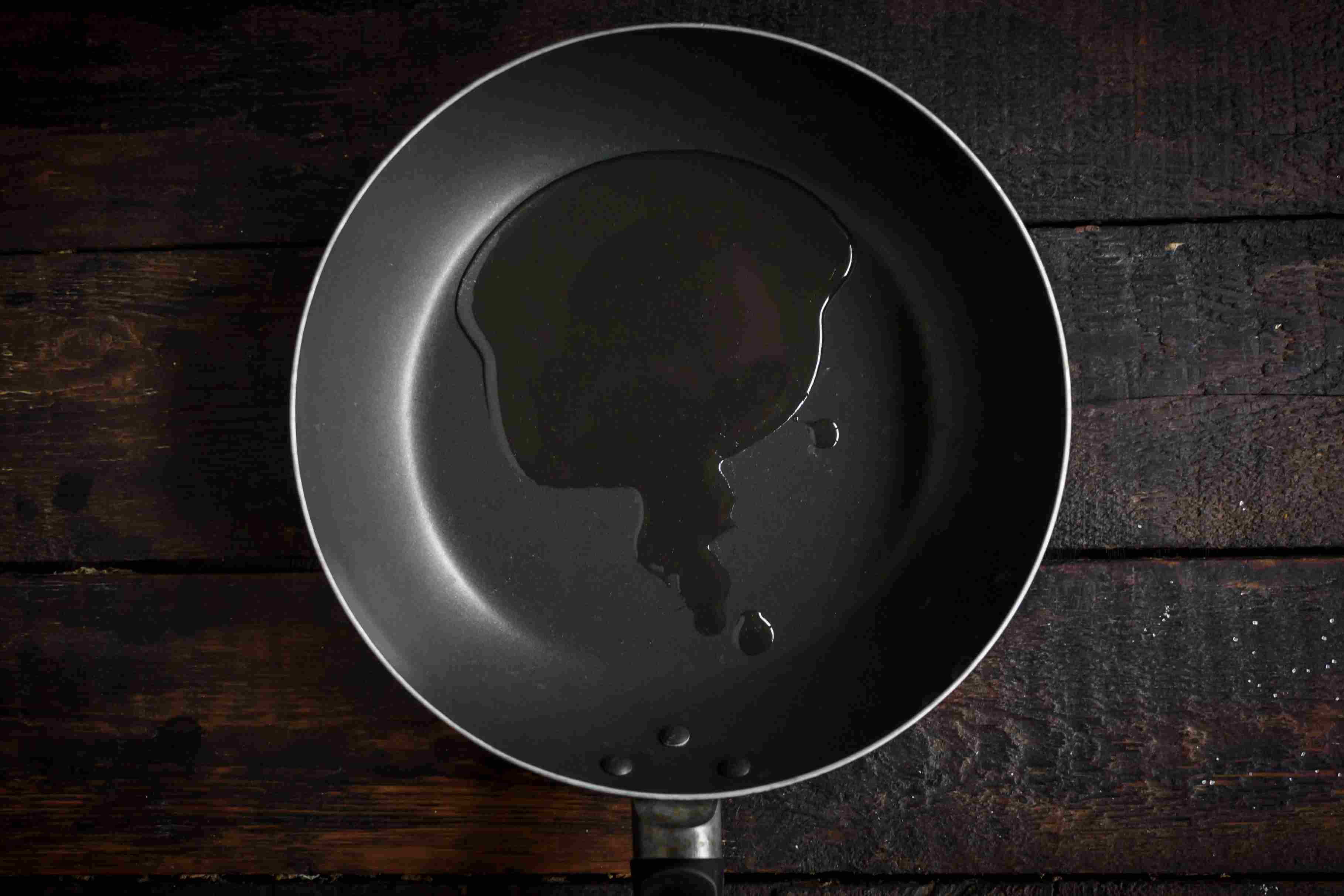 Heat the oil in a wok or frying pan