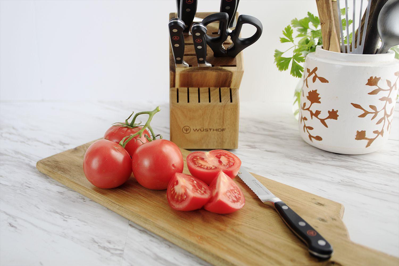 wusthof-classic-9-piece-knife-set-tomatoes