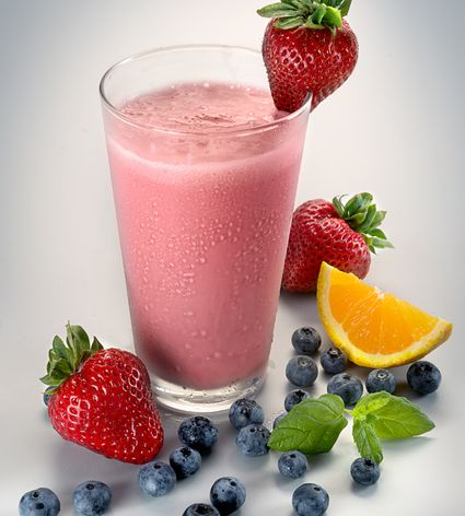 Berry smoothie with citrus and mint