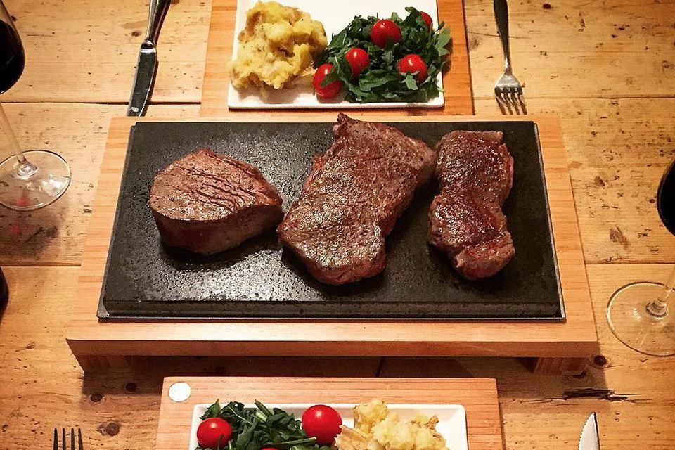 Cocina con piedras calientes - Der Heisser Stein - Piedra para asar