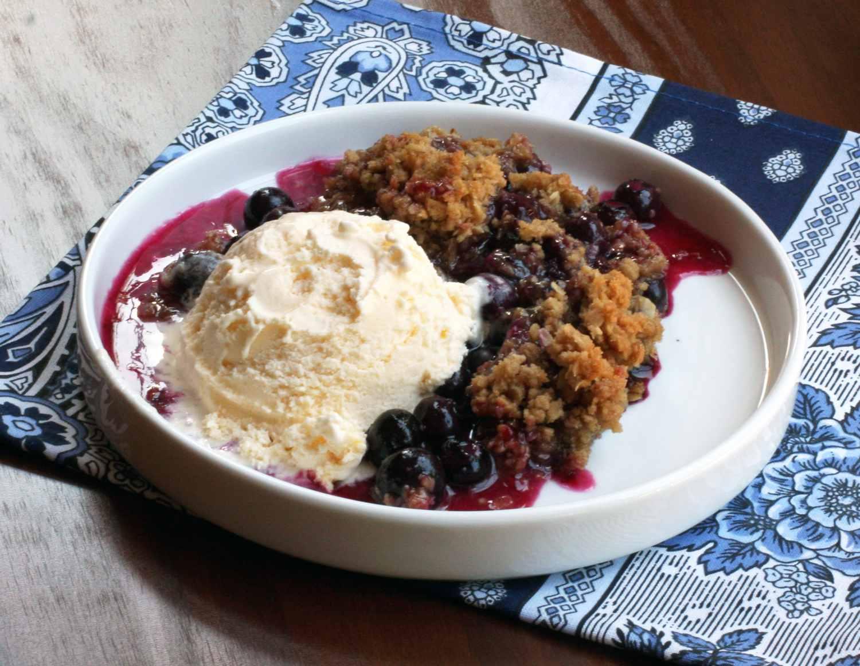 Blueberry crisp with ice cream