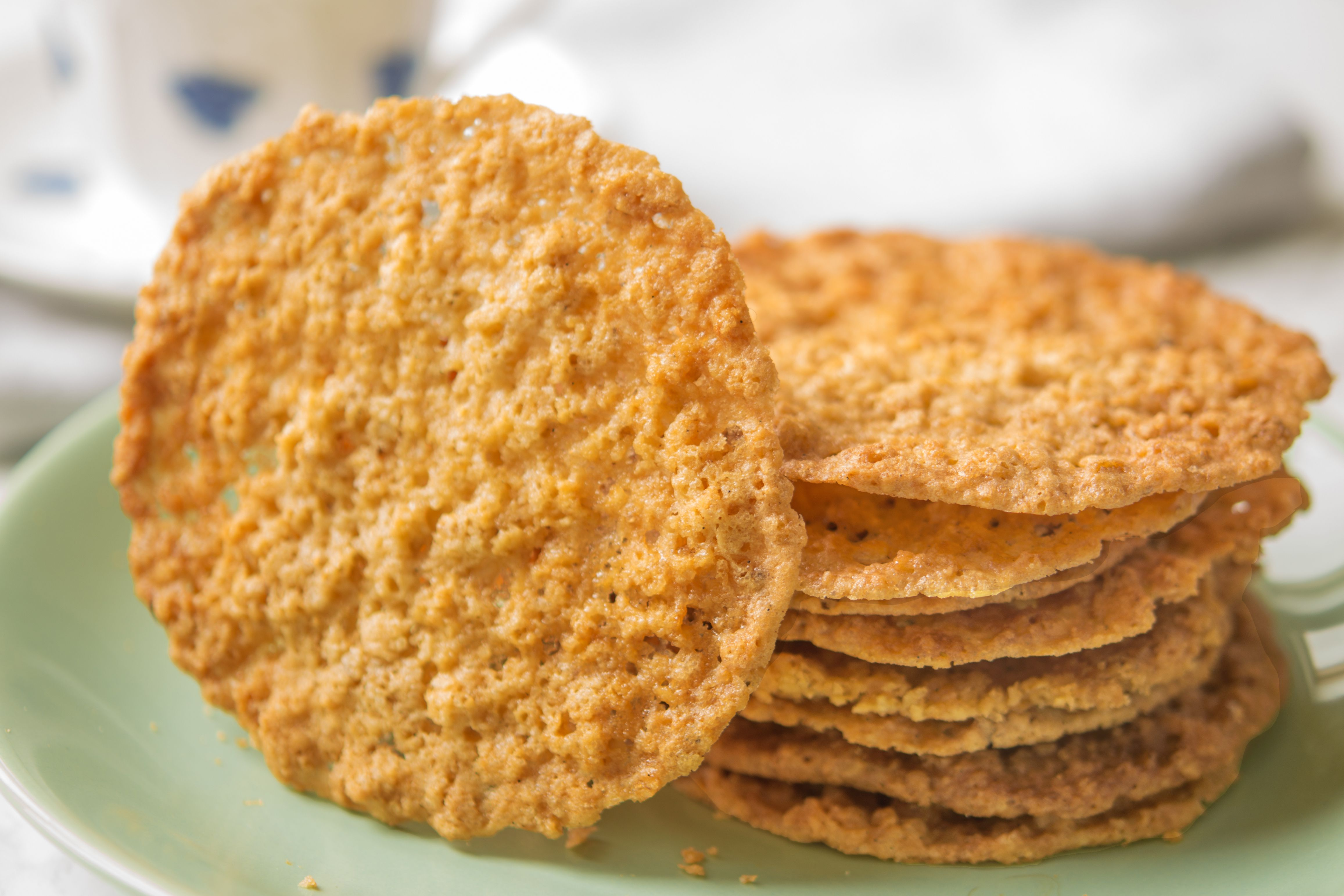 These Crispy Oatmeal Lace Cookies Are an Absolute Delight