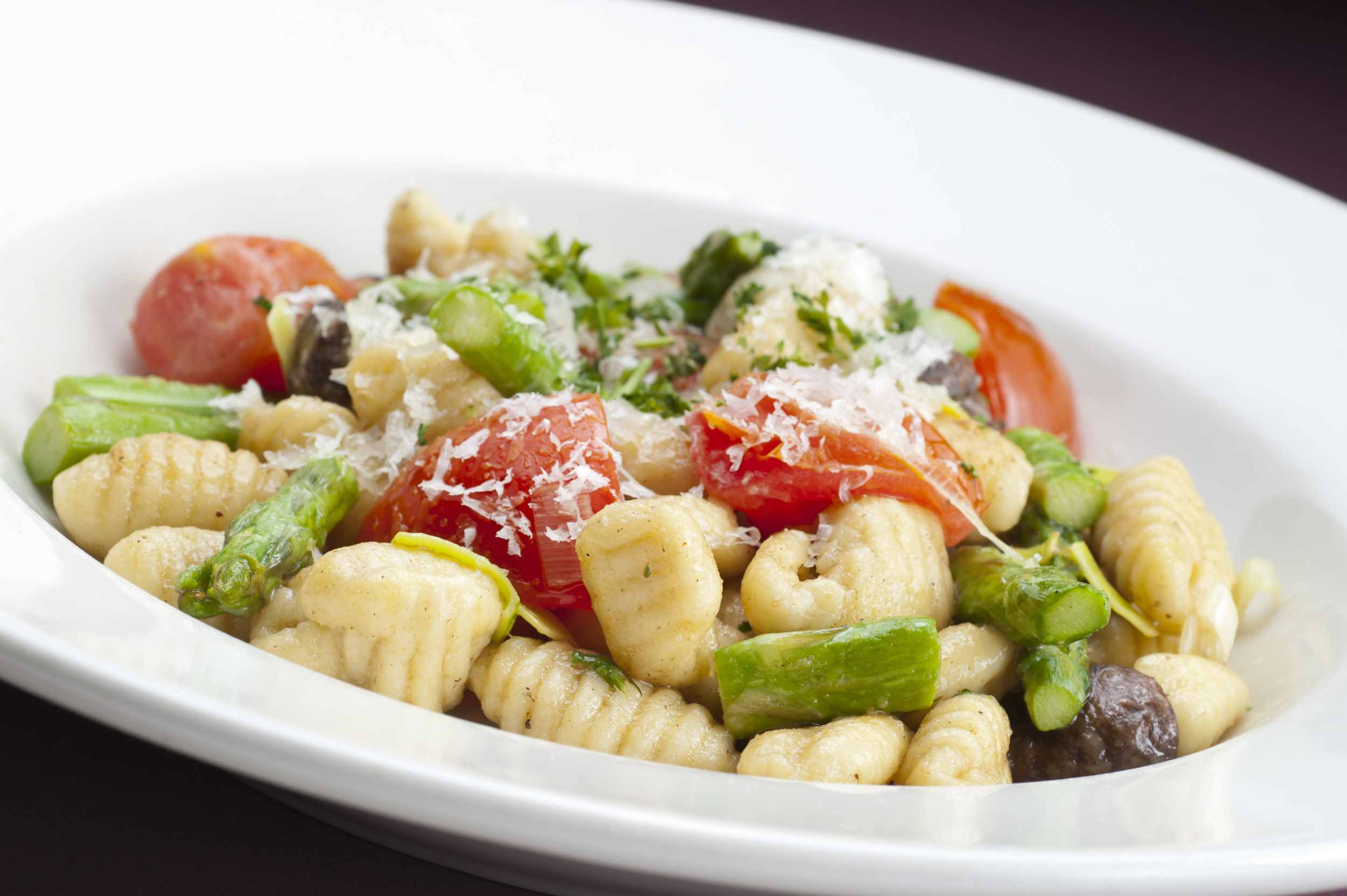 Gnocchi with asparagus and tomatoes