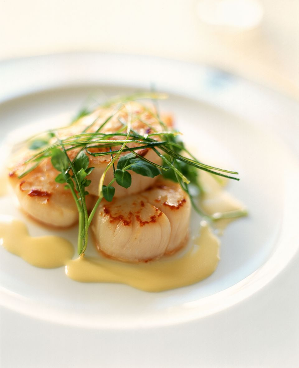 Seared sea scallops with beurre blanc