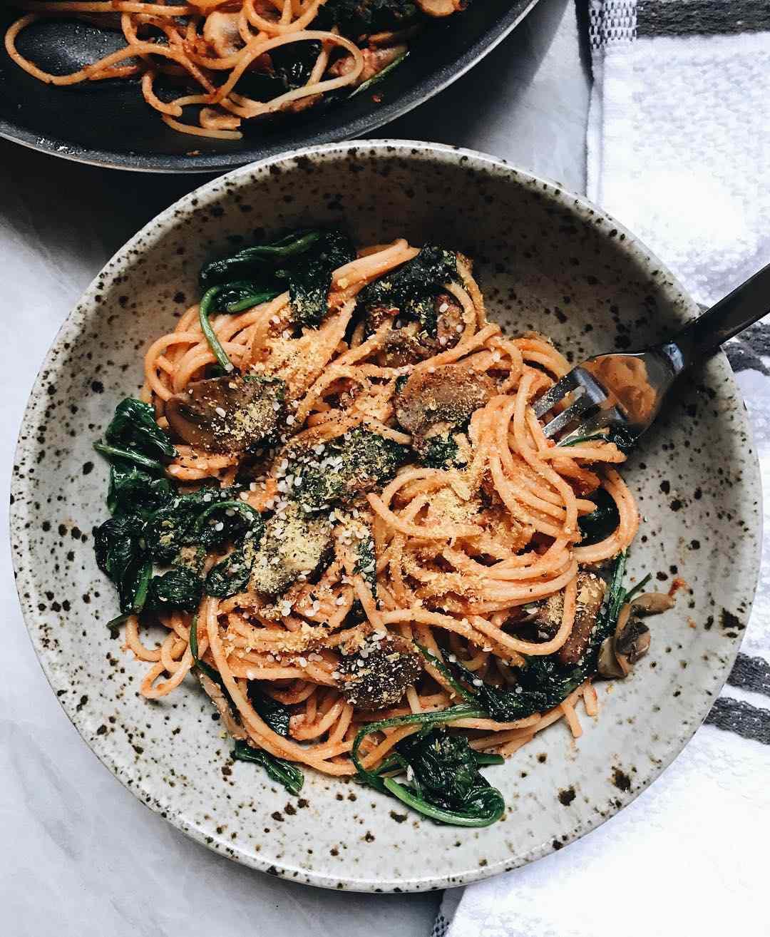 Mushroom spinach spaghetti - @plantbasedjane