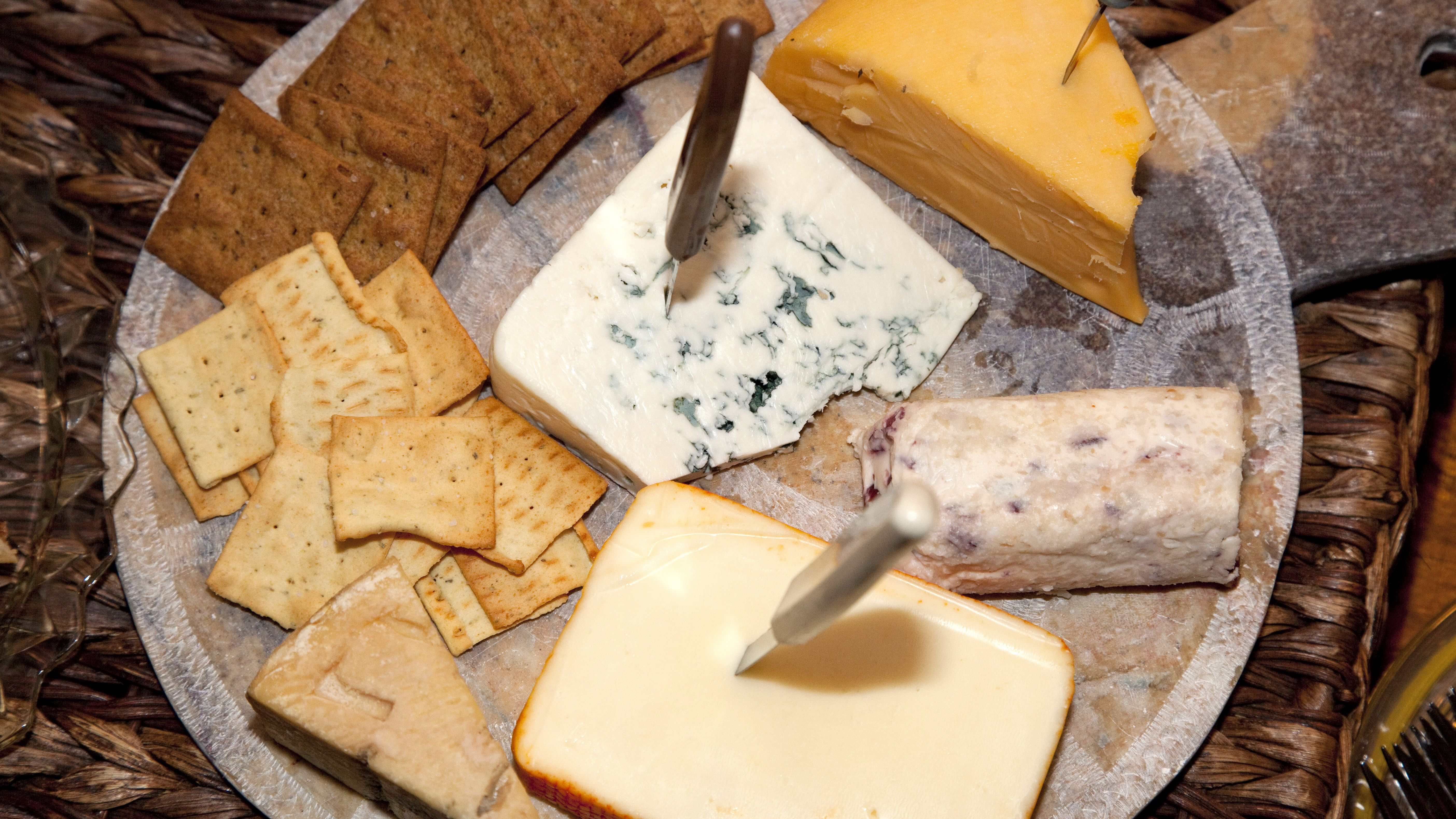 The Best Crackers For Serving Cheese
