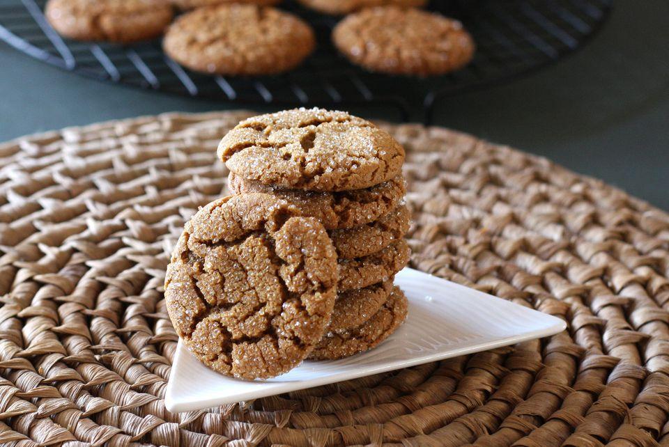 Molasses Crinkles Cookies
