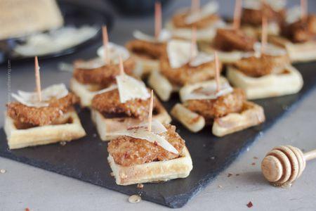 6e476c952b3f21 Mini Chicken and Waffles