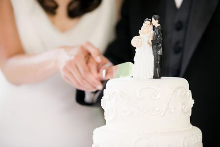 7 Wedding Cake Traditions and Their Meanings