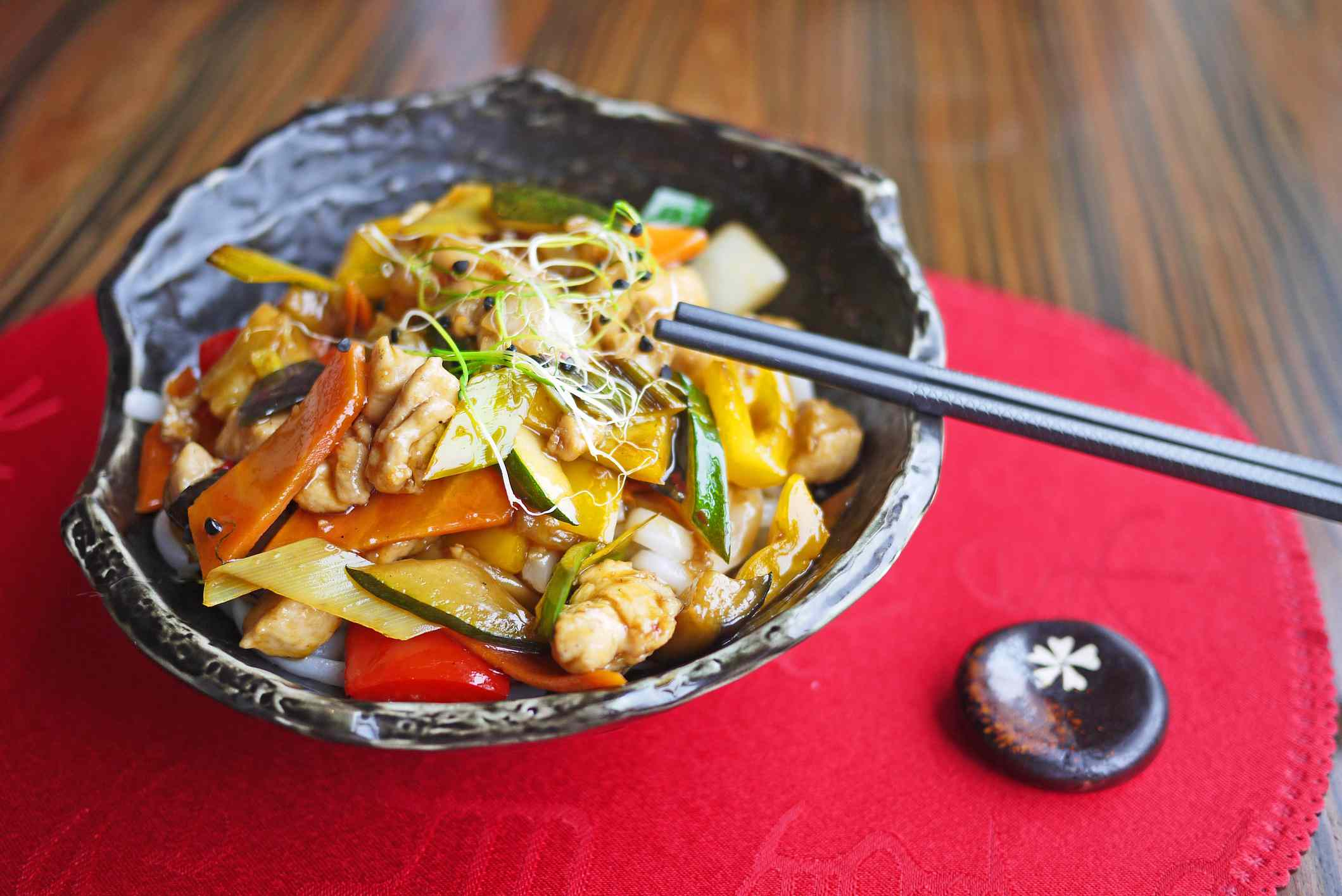 Bowl with Chinese noodles, vegetables and chicken.