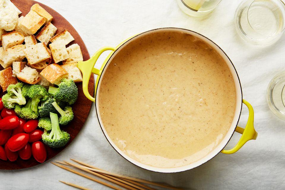 Homemade cheese and wine fondue recipe