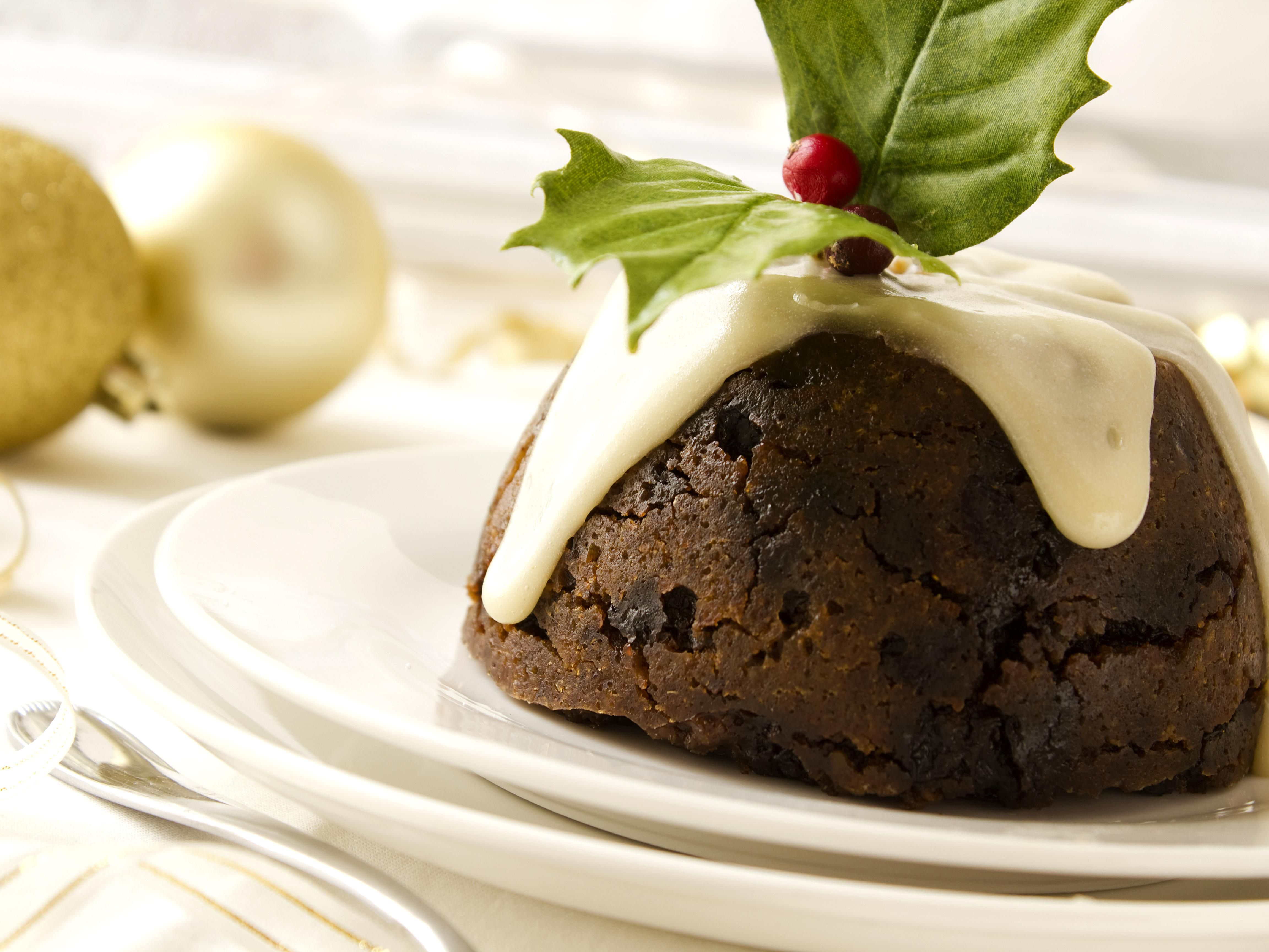 Christmas Pudding On Fire.3 Traditional Sauces For Christmas Pudding