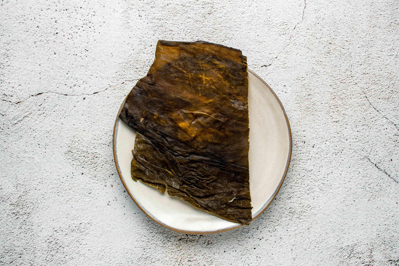 Wipe kombu with a clean, damp cloth