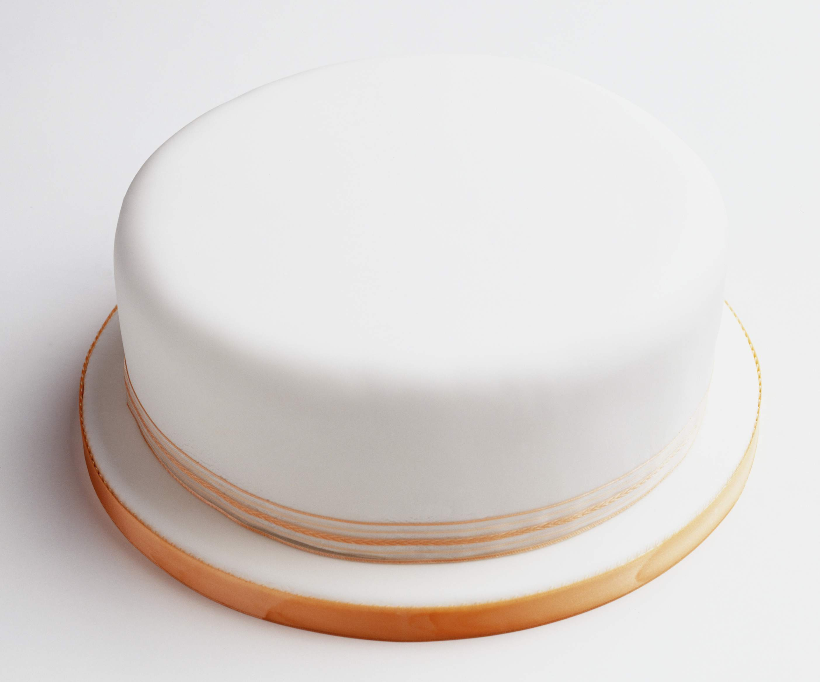 How to Ice a Christmas Cake (The Easy Way)