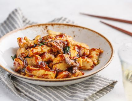 Chicken in oyster sauce recipe in a bowl