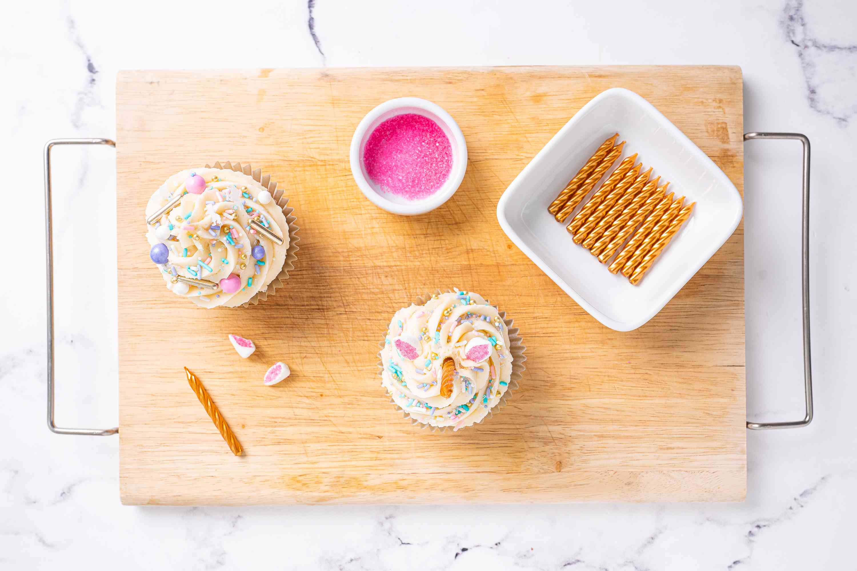 Decorating Unicorn Cupcakes