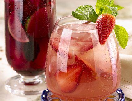Russian Standard Vodka's Easy Strawberry Berryoska Cocktail Recipe
