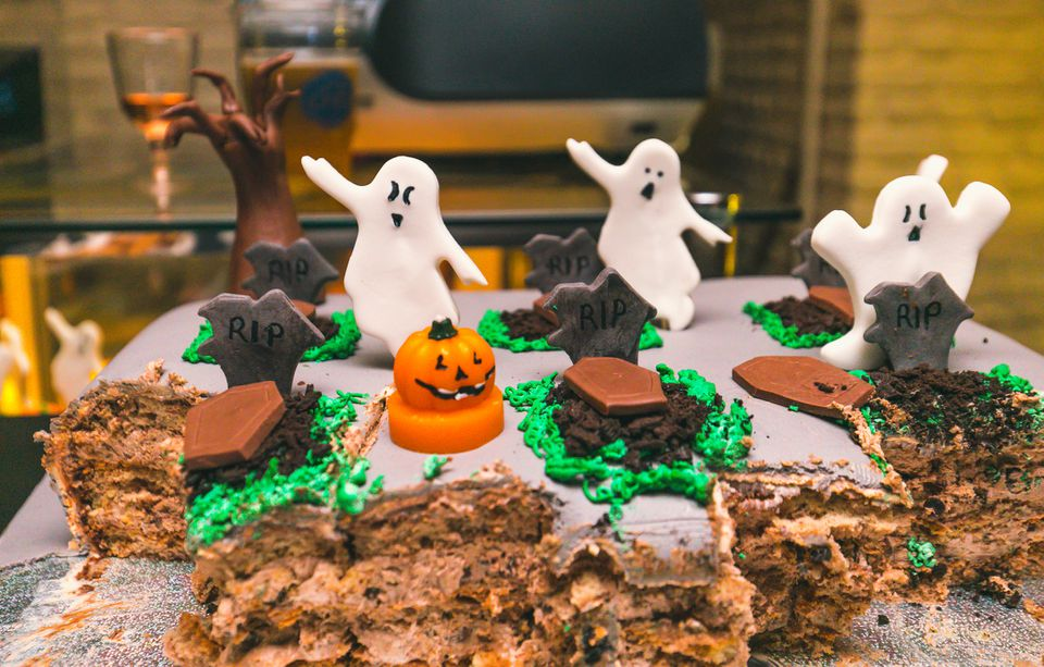 Graveyard-themed Halloween Cake