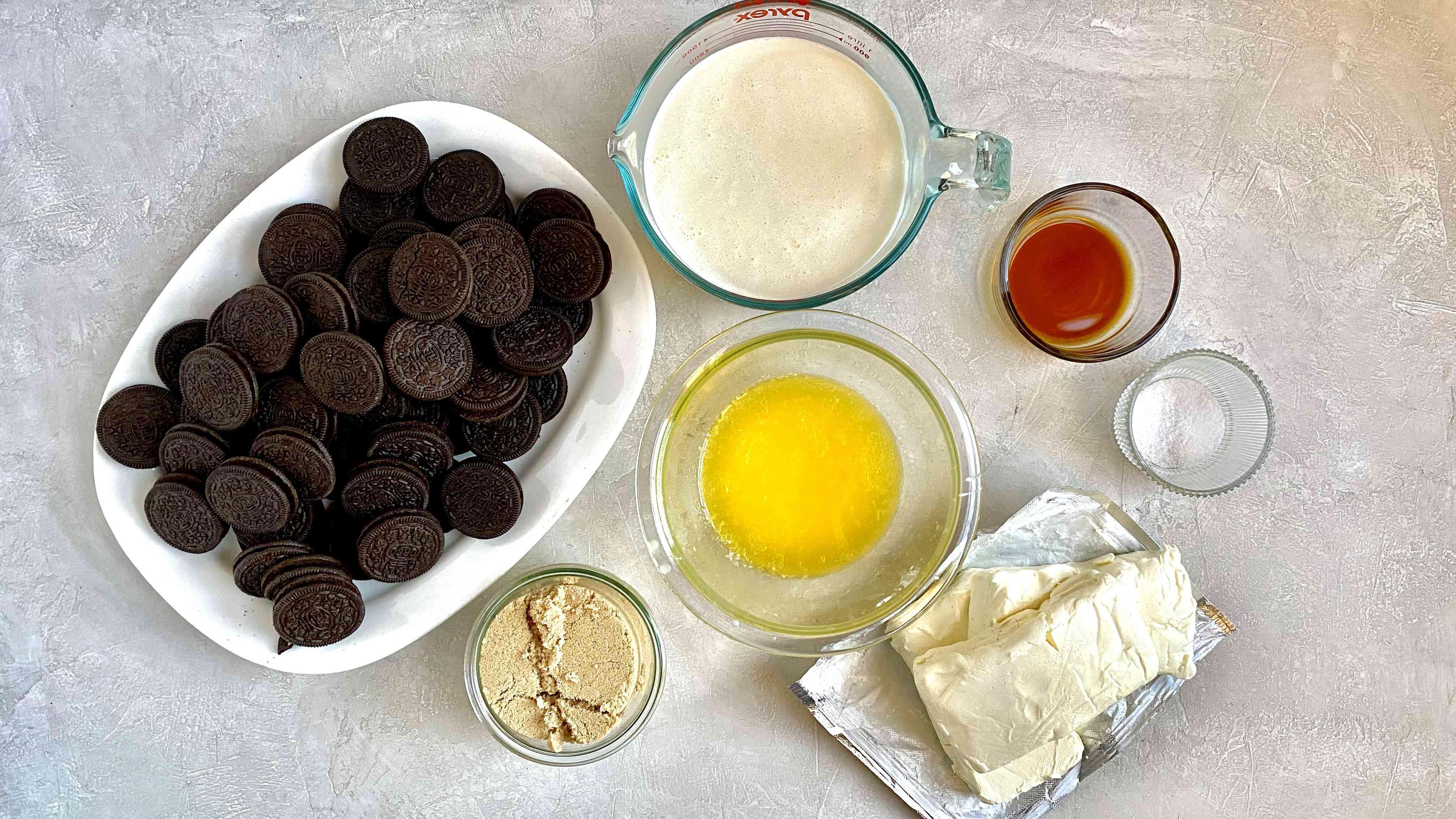 Ingredients for no-bake Oreo cheesecake