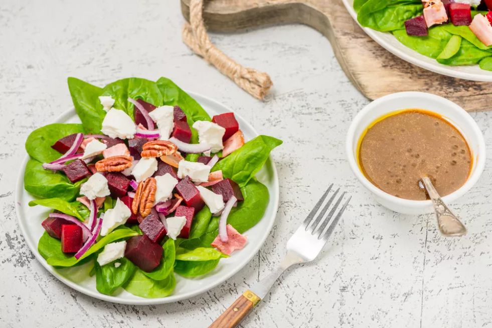 Beet Salad With Spinach and Honey Balsamic Vinaigrette