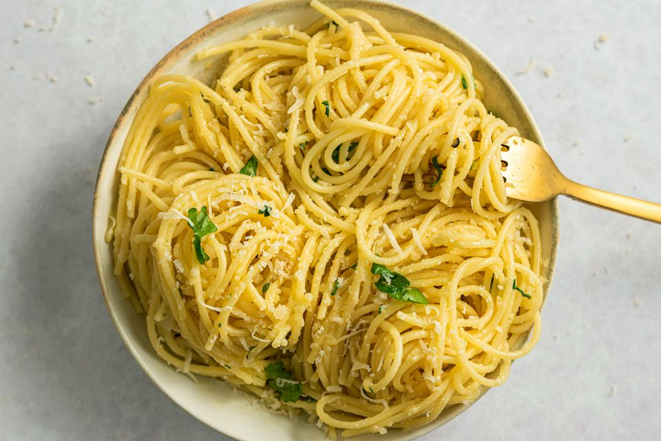 Pasta with garlic and cheese recipe