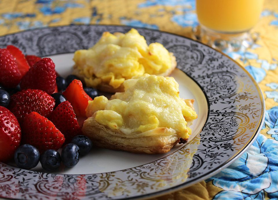 Make ahead scrambled eggs in puff pastry