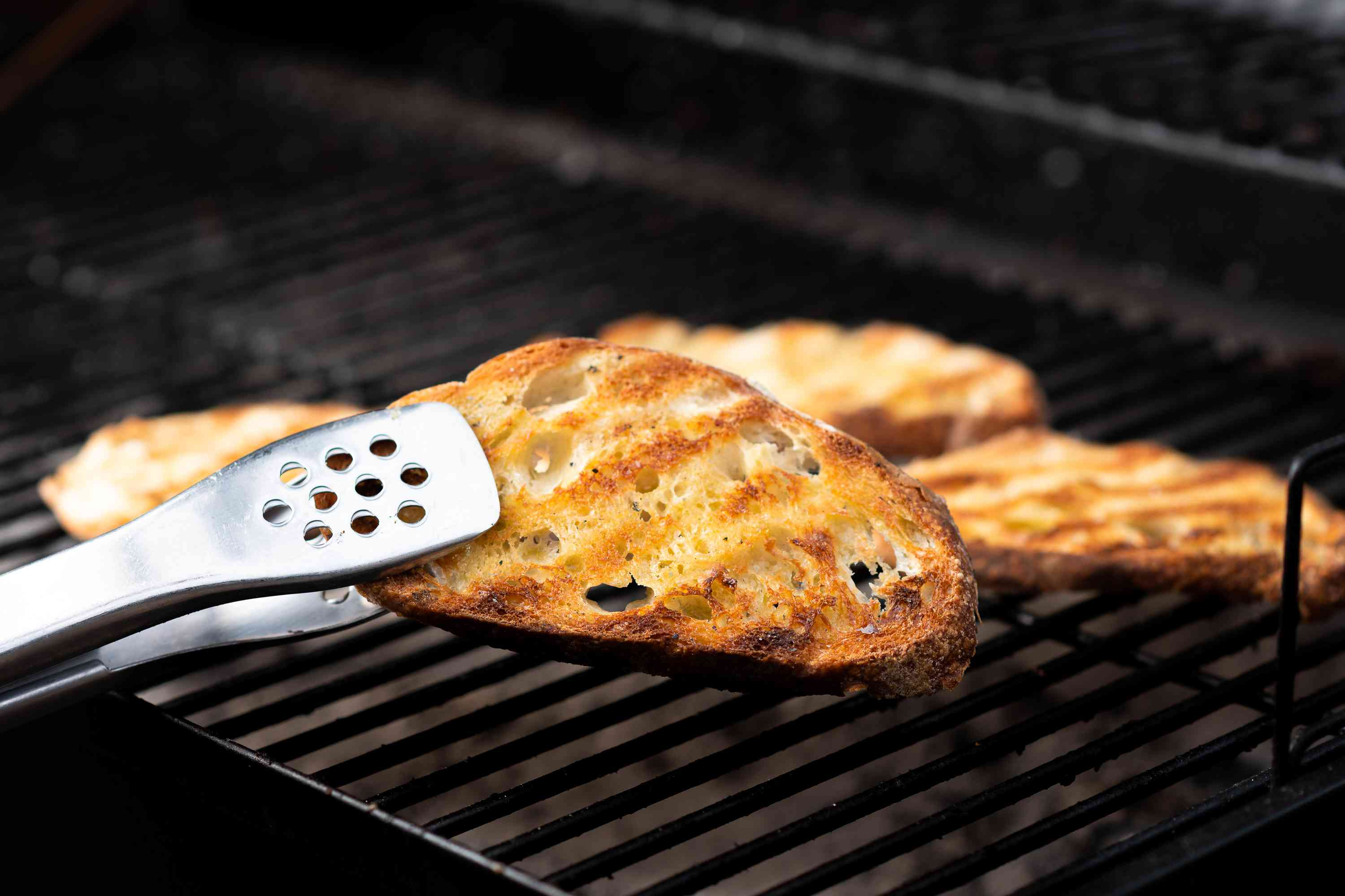 grill pieces of bread, grill marks on bread