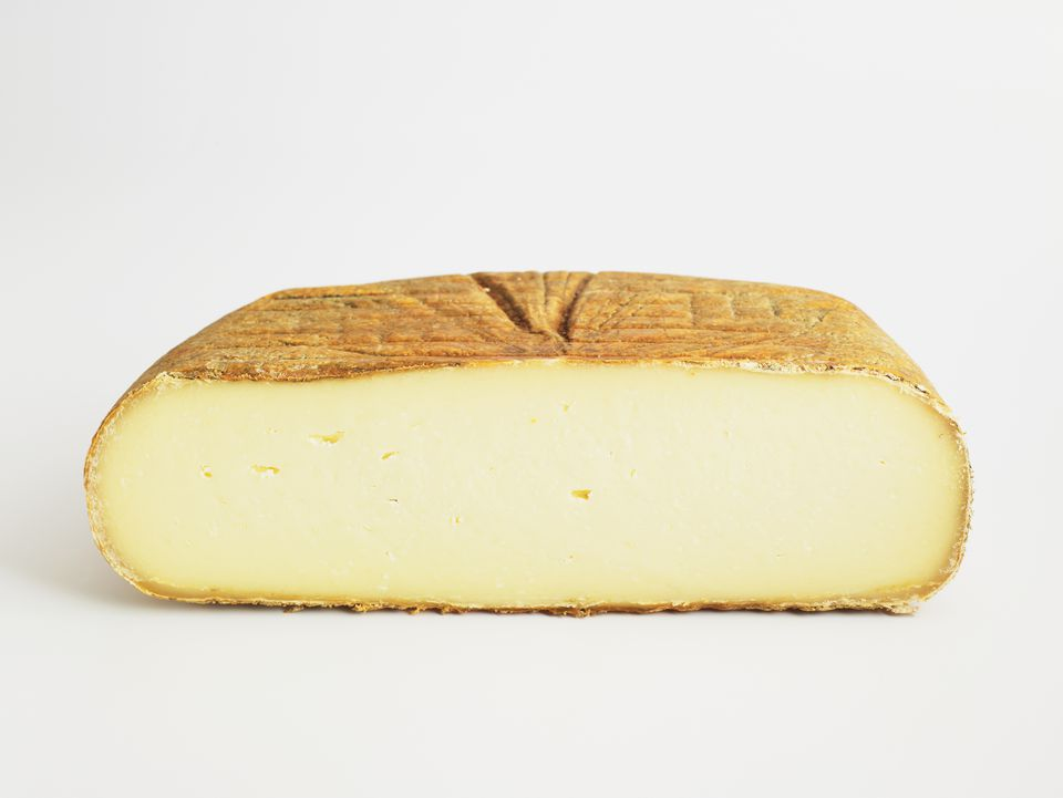 Sliced cushion of Spanish Mahón cow's milk cheese