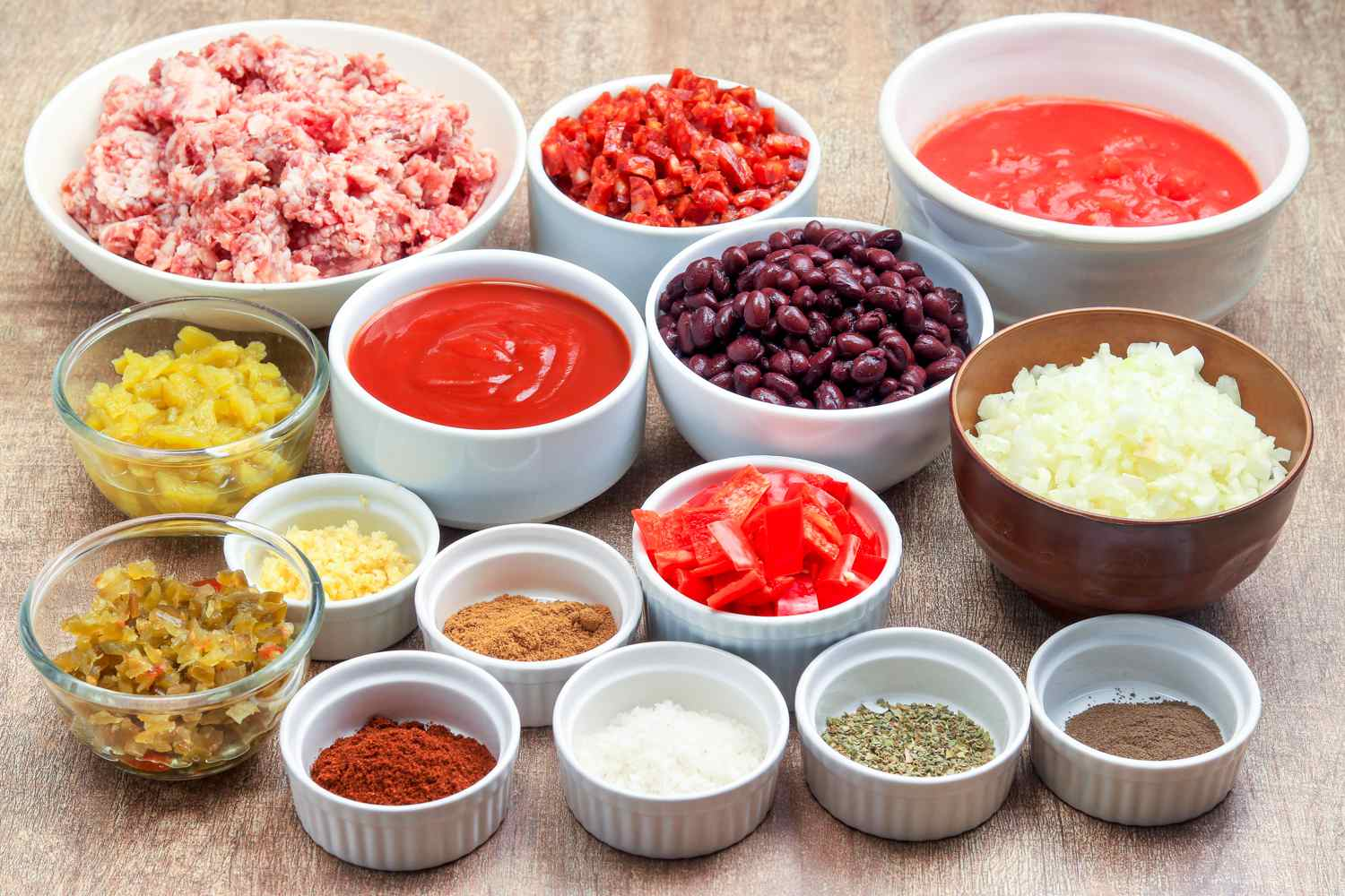 Slow Cooker Ground Beef and Sausage Chili Recipe ingredients