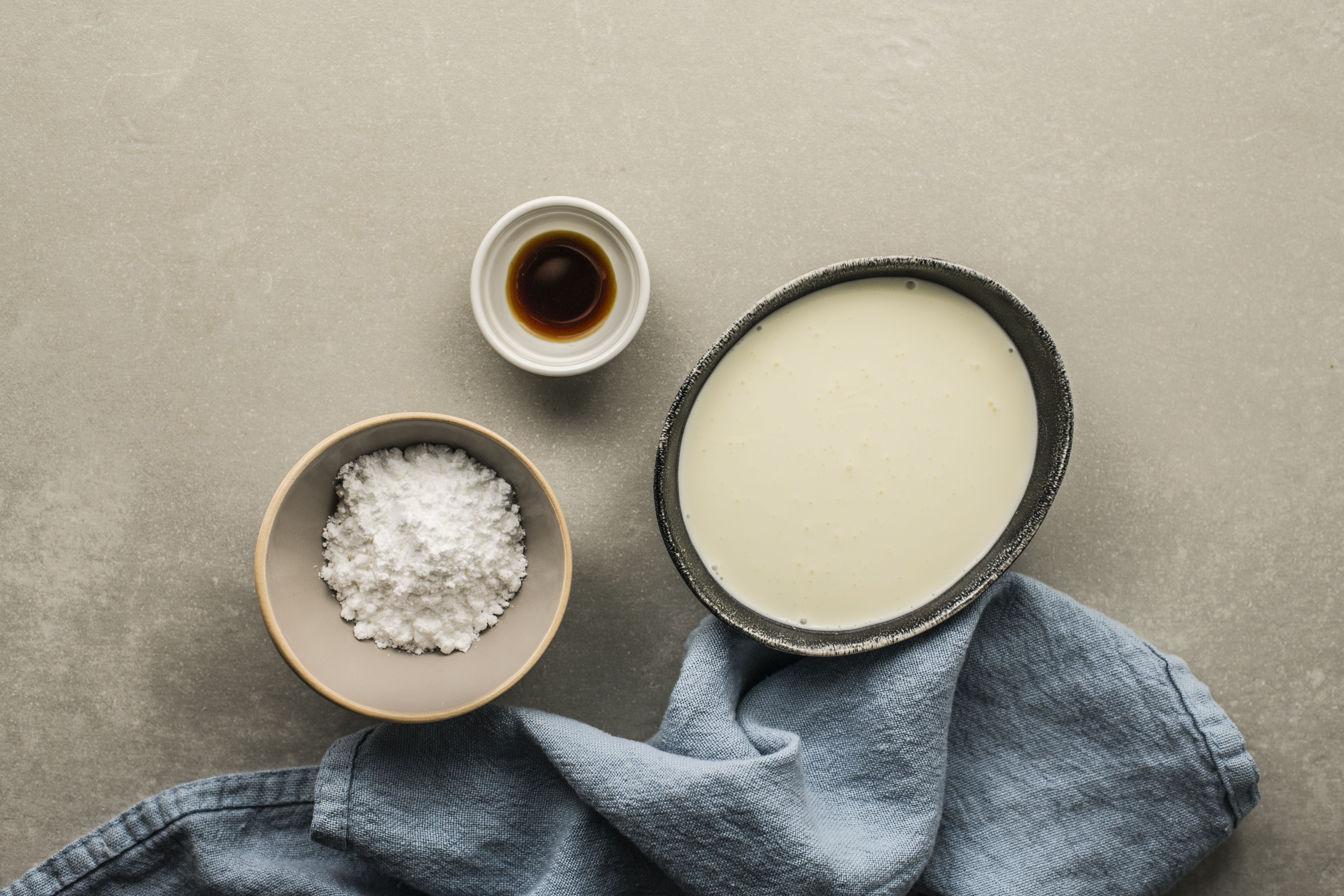 Ingredients for sweetened whipped cream