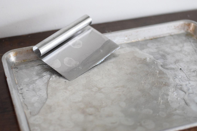 Scraping the sugar syrup