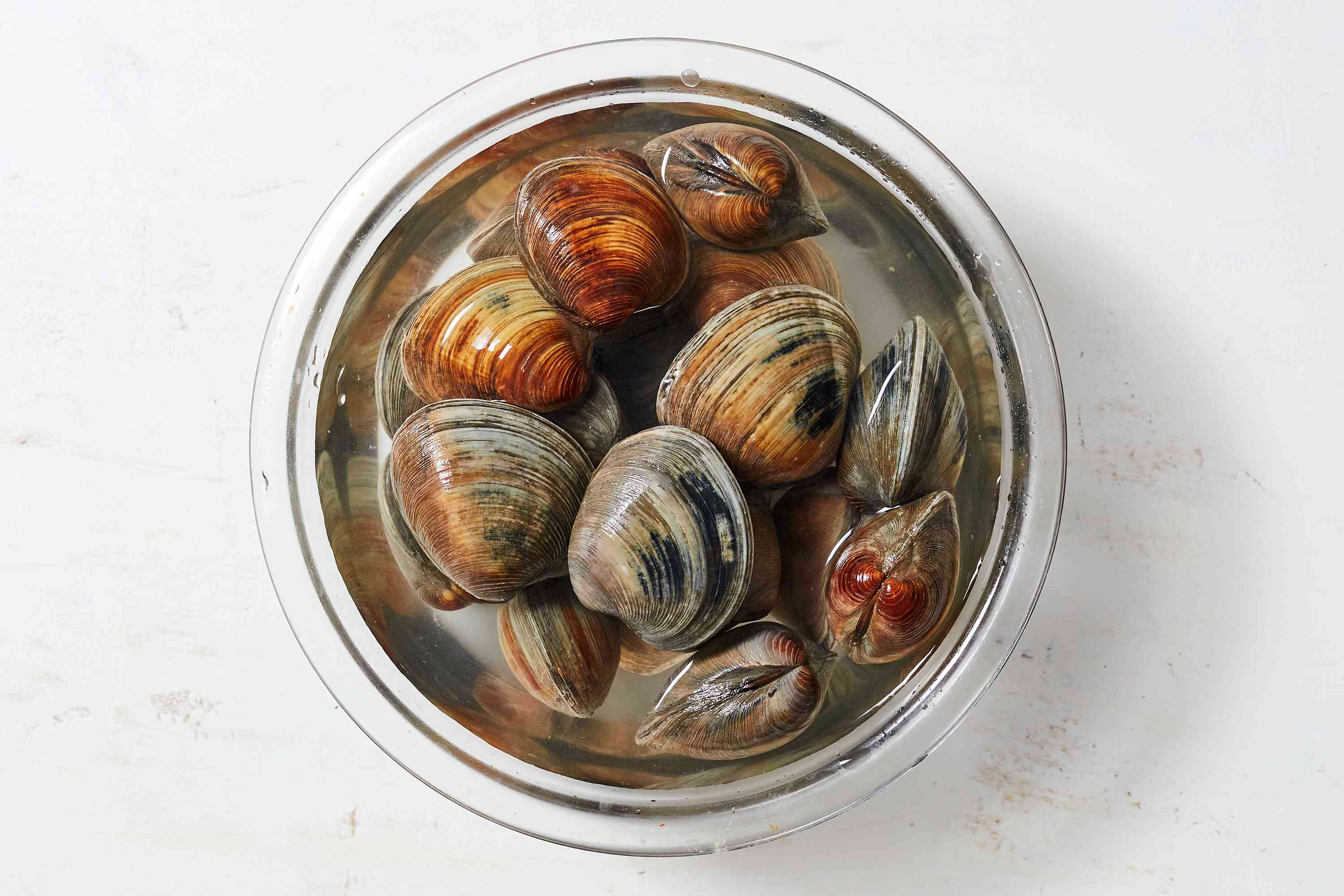 Soak the clams in a bowl of cold water