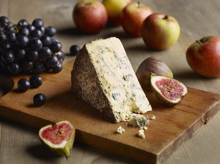 How to Create a Perfect British Cheeseboard